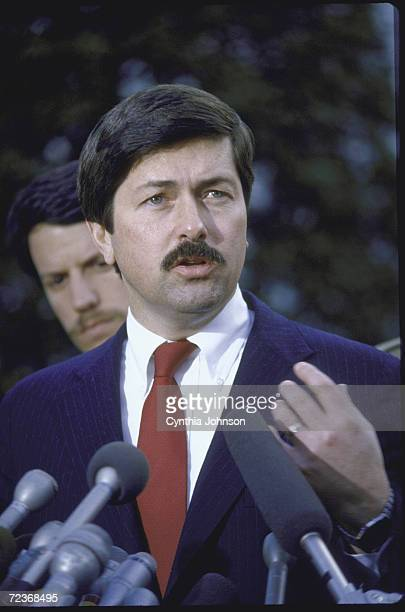 Iowa Governor Terry Branstad speaking to press after meeting with President Reagan