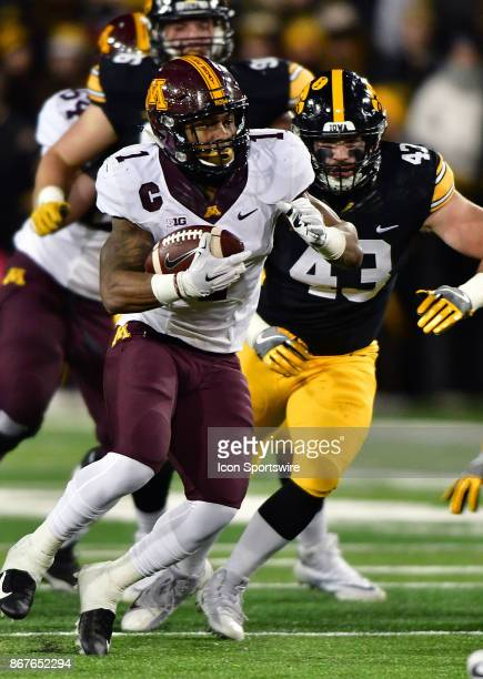 Iowa Hawkeyes' middle linebacker Josey Jewell gets ready to tackle Minnesota Gophers tailback Rodney Smith during a Big Ten Conference football game...