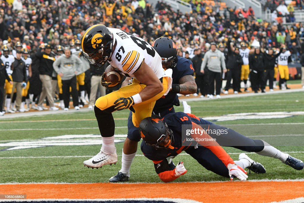 COLLEGE FOOTBALL: NOV 17 Iowa at Illinois : News Photo