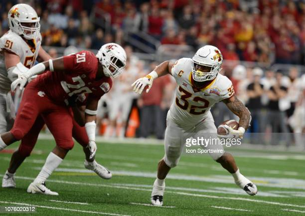 Iowa State Cyclones RB David Montgomery runs for yardage against the Washington State Cougars at the Valero Alamo Bowl on December 28 2018 at the...