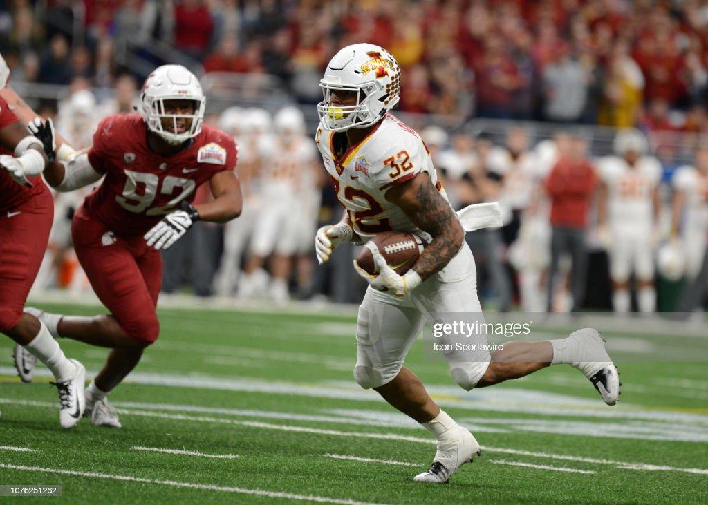COLLEGE FOOTBALL: DEC 28 Alamo Bowl - Iowa State v Washington State : News Photo