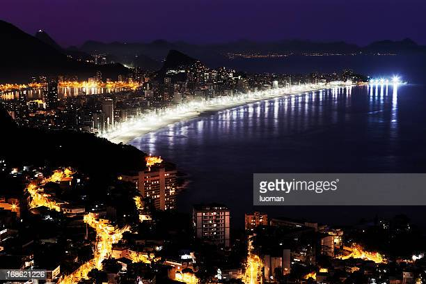 Praia de Ipanema no Rio de Janeiro Favela e do Vidigal
