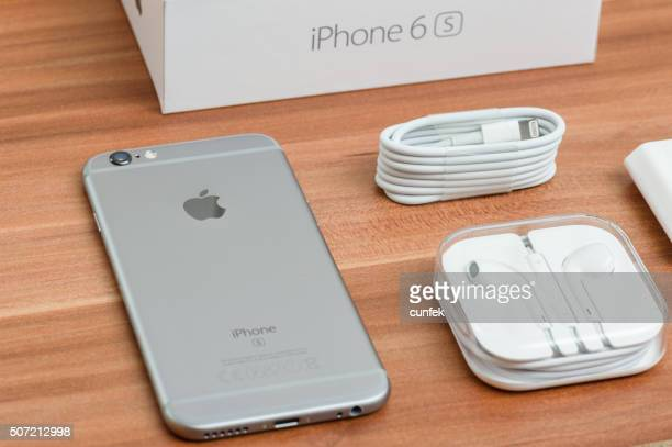 iphone 6s space gray unboxing - unboxing stock pictures, royalty-free photos & images