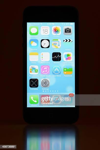 apple iphone corrida do sistema operacional ios 7 - sistema operativo - fotografias e filmes do acervo