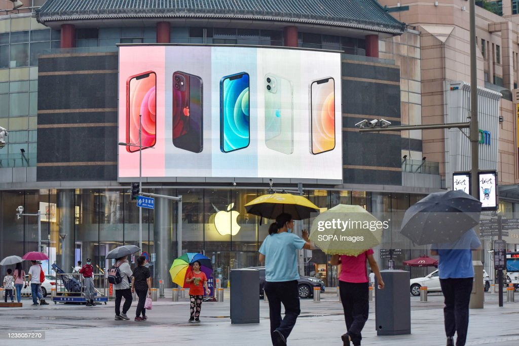 iPhone smartphones seen displayed on a large screen outside... : News Photo