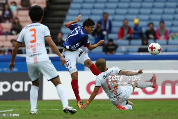 Ippei Shinozuka Yokohama F.Marinos shoots the ball under pressure Ryo Okui of Omiya Ardija during the J.League J1 match between Yokohama F.Marinos...