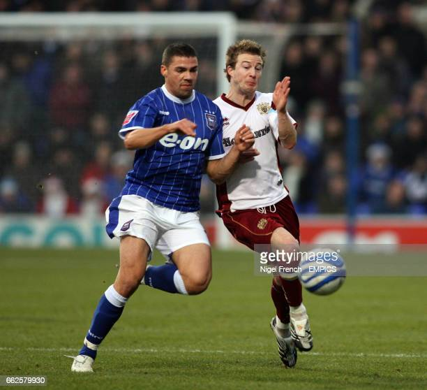 Ipswich Town's Jonathan Walters and Burnley's Wade Elliott