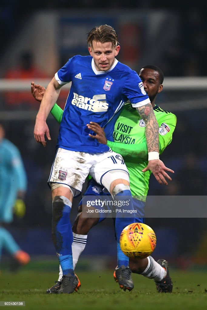 Ipswich Town's Luke Hyam (left) and Cardiff City's Junior Hoilett battle for the ball during the Sky Bet Championship match at Portman Road, Ipswich.
