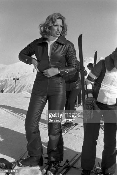 Ira de Furstenberg aux sports d'hiver à SaintMoritz en février 1975 Suisse