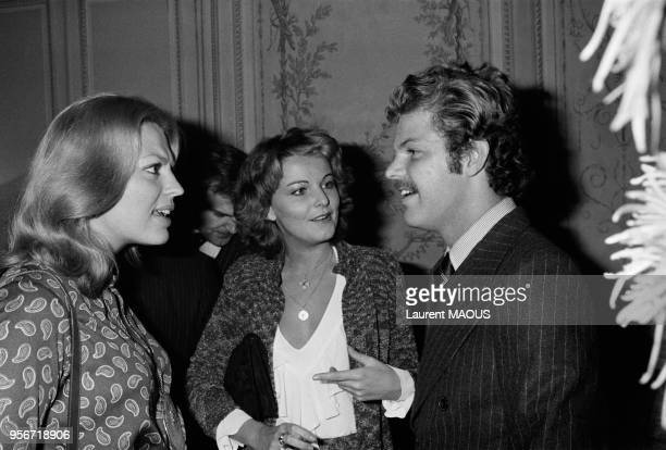 Ira de Furstenberg Bettina Rheims et Egon von Fürstenberg lors d'une soirée circa 1970 à Paris France