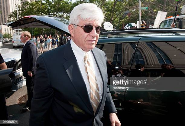 Ira Sorkin an attorney who represents Bernard Madoff founder of Bernard L Madoff Investment Securities LLC arrives to federal court in New York US on...