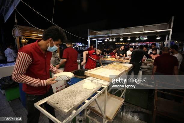 Irak'ın Erbil kentinde seyyar tezgahlar ve lokantalarda satılan türlü sokak lezzetleri, uygun fiyatlı yeme-içme imkanları ve çayhanelerin...