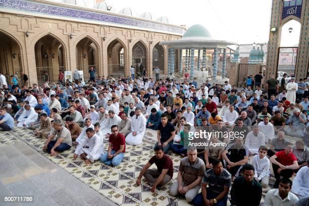 Irak'n Erbil kentinde yaayan Müslümanlar kentin en büyük camisi olan Celil Hayat Camii'nde bir araya gelerek Ramazan Bayram namazn kld