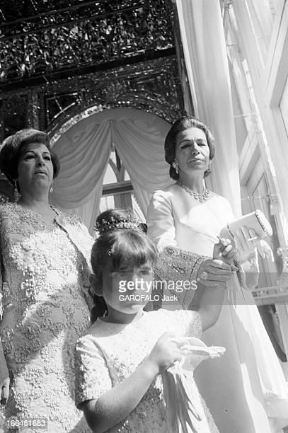 Coronation Of The Shah And Farah Diba Téhéran 27 Octobre 1967 Lors du couronnement du Shah d'Iran et de Farah DIBA de gauche à droite une femme non...