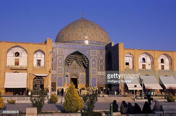 Iran, Esfahan, Eman Khomeni Square, Sheikh Lotfollah Mosque.