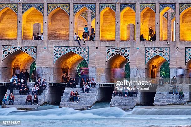 iran, isfahan, khaju bridge - isfahan stock-fotos und bilder