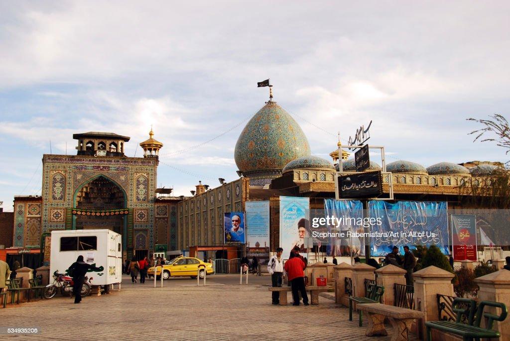 Iran, Shiraz, street scene close to the market and mosque : News Photo