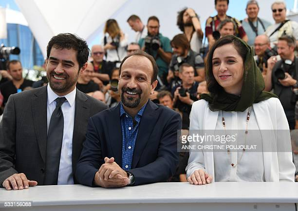 Iranian actor Shahab Hosseini Iranian director Asghar Farhadi and Iranian actress Taraneh Alidoosti pose on May 21 2016 during a photocall for the...
