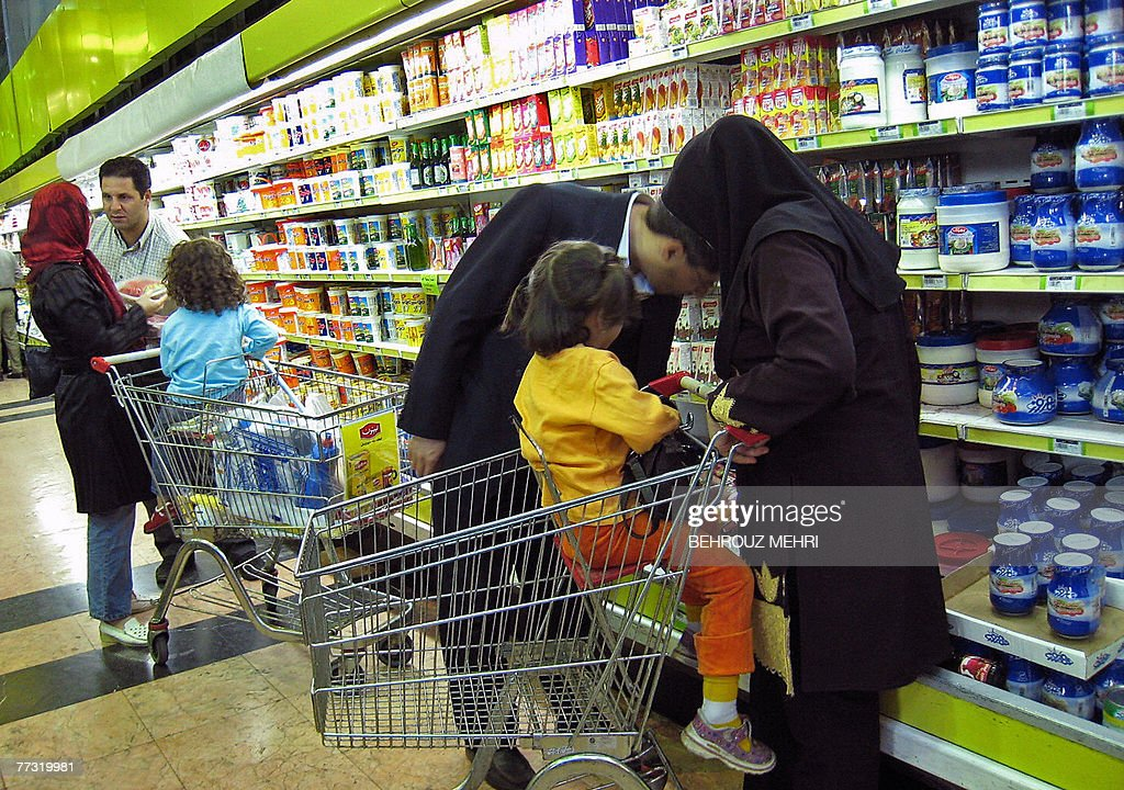 Iranian couples shop at a supermarket in : News Photo