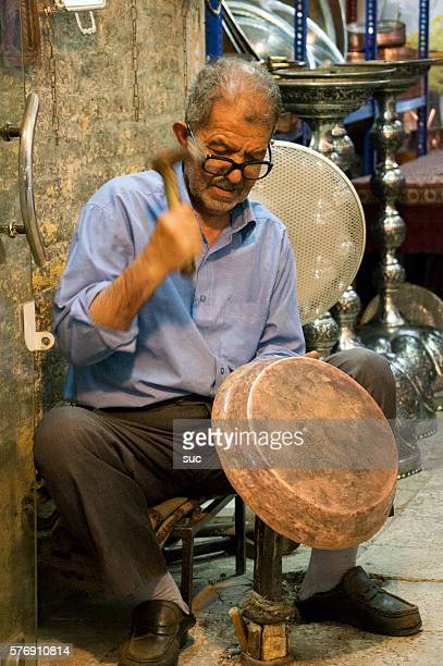 iranian handicraft maker inside his shop - isfahan province stock pictures, royalty-free photos & images