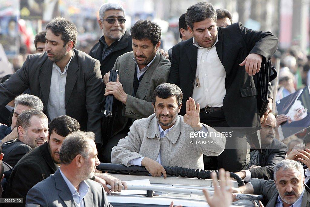Iranian President Mahmoud Ahmadinejad (C : News Photo