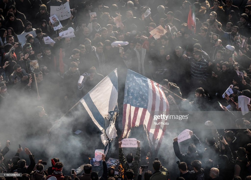 Funeral Procession For Iran's General Qasem Soleimani : Nieuwsfoto's