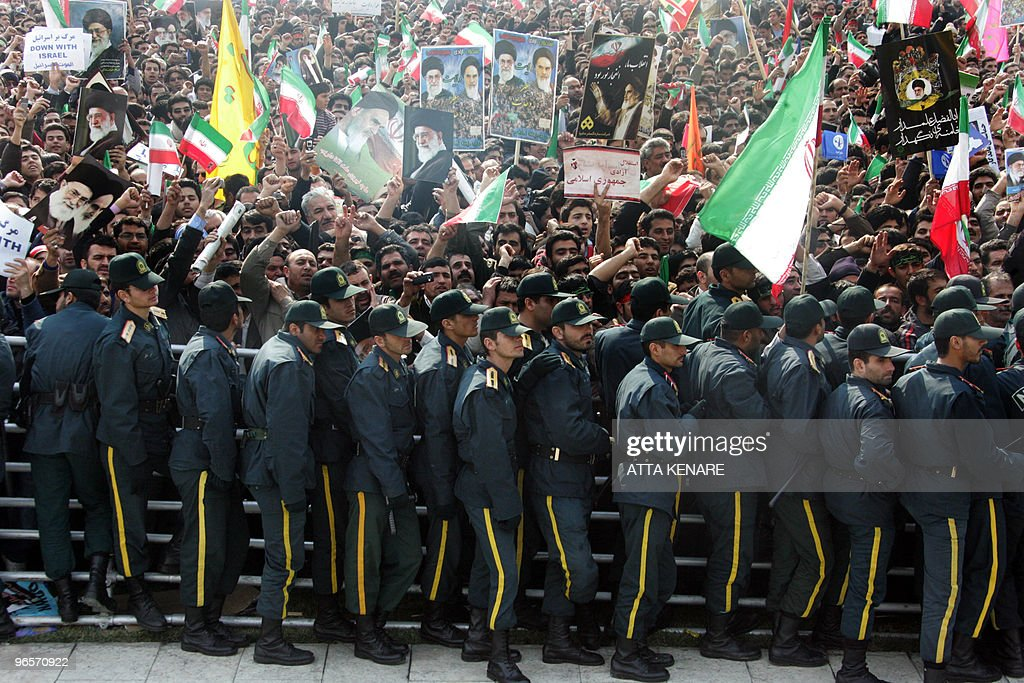 Iranian security forces stand guard as t : News Photo