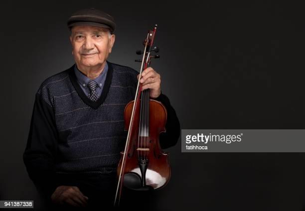 iranische senior musiker - einzelner senior stock-fotos und bilder