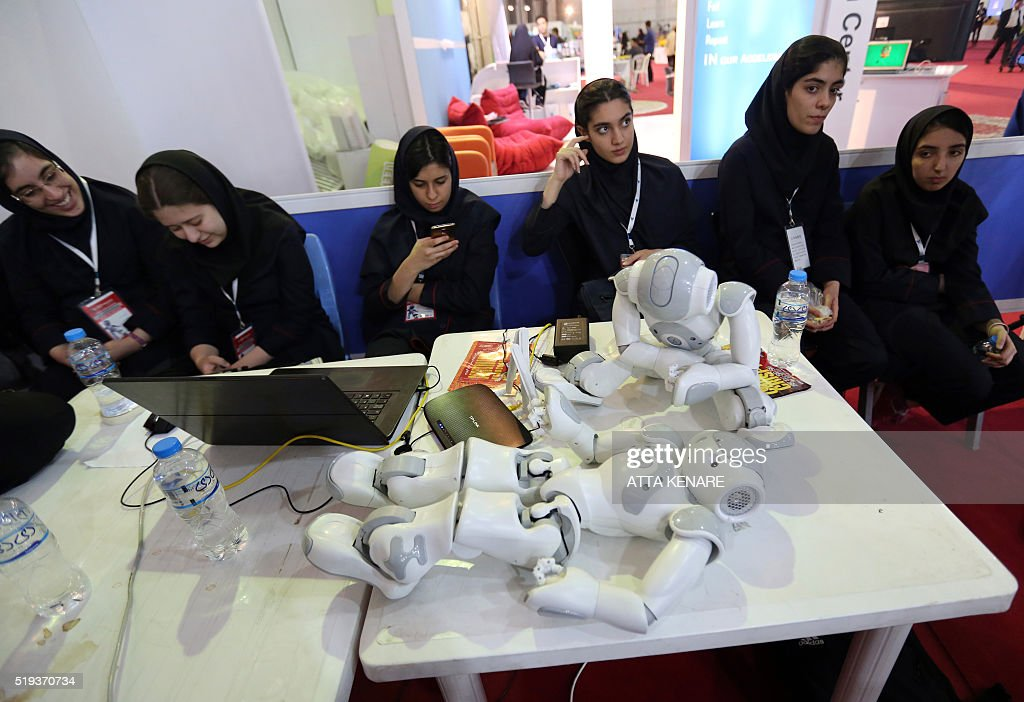 Iranian women attend the RoboCup Iran Open 2016 in Tehran on April 6, 201 / AFP / ATTA