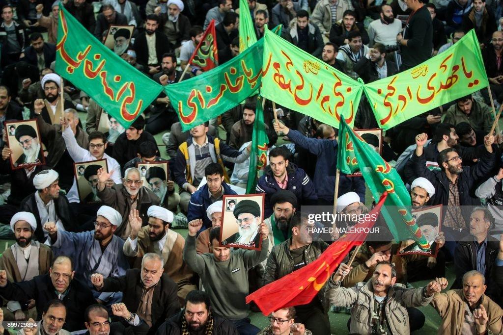 TOPSHOT-IRAN-UNREST : News Photo