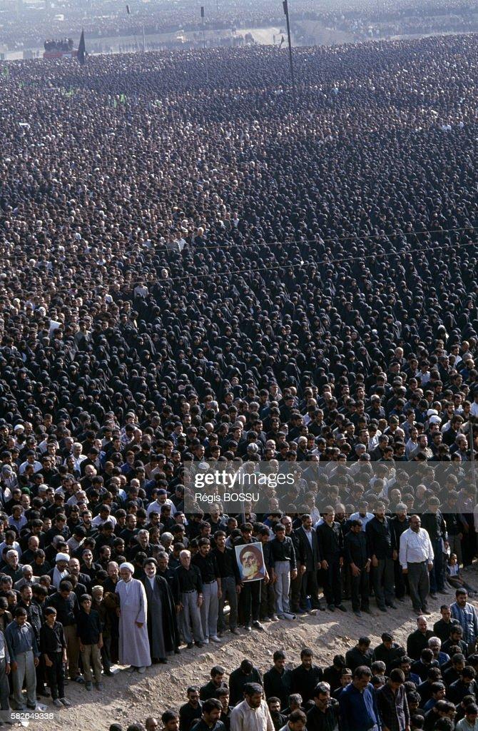 Funeral of Ayatollah Khomeini : News Photo