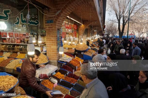 Iranians shop at Tehran's ancient Grand Bazaar on January 4 2018 / AFP PHOTO / ATTA KENARE