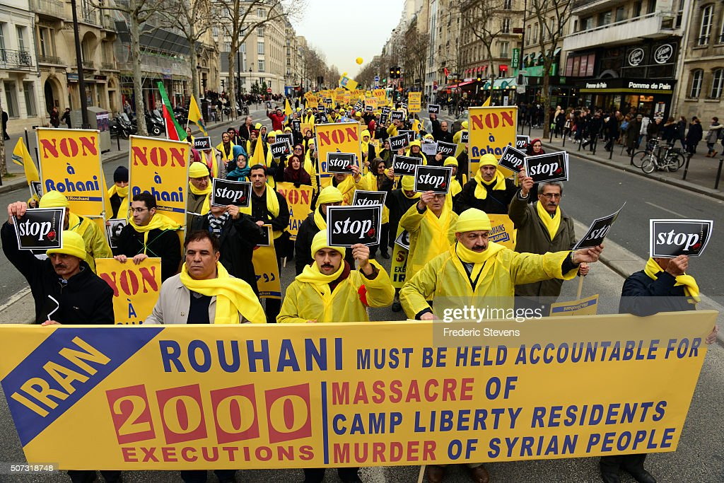 Iranian Dissidents Demonstrate Against The Visit Of Iranian President Rouhani In Paris : Fotografía de noticias