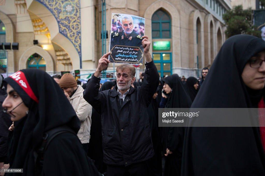 Protesters Decry Killing Of Iranian General Qasem Souleimani : ニュース写真