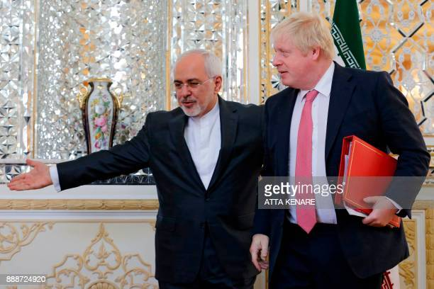 Iran's Foreign Minister Mohammad Javad Zarif meets with his British counterpart Boris Johnson in Tehran on December 9 2017 / AFP PHOTO / ATTA KENARE
