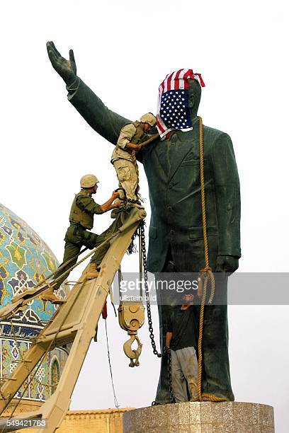 US american troops move into the center of Bagdad to the AlFerdous square The bust of Saddam Hussein will be dismantled