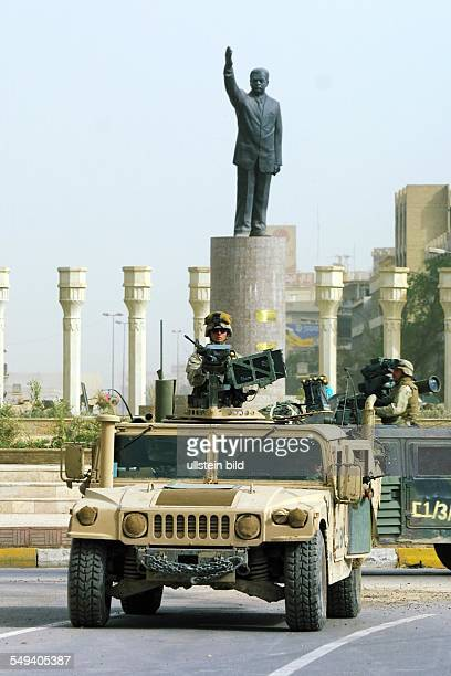 US American troops move into the center of Baghdad to the AlFerdous square A statue in the background