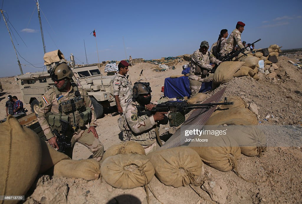 Iraqi Army troops take positions on the frontline with ISIL on April 14, 2015 near Al-Karmah, in Anbar Province, Iraq. Iraqi government forces are assaulting ISIL fighters on frontline positions which were established last year when ISIL captured much of the province.