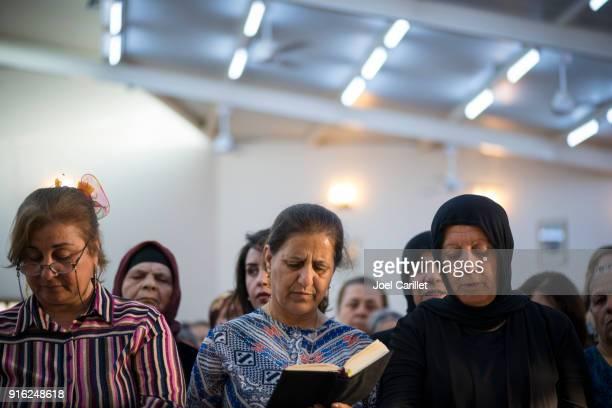 Iraakse christenen op Syrisch-katholieke kerk in Ankawa, Irak