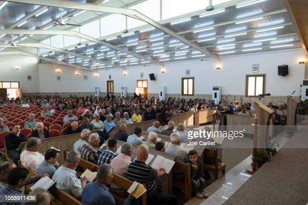 iraqi christians worshipping at syriac catholic church in ankawa, iraq - religious service stock pictures, royalty-free photos & images