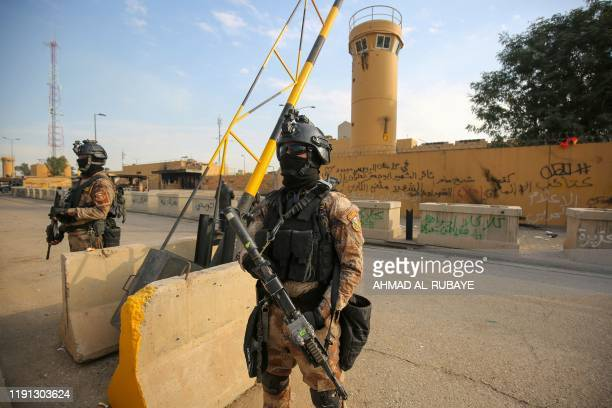 Iraqi counter-terrorism forces stand guard in front of the US embassy in the capital Baghdad on January 2, 2020. - The US embassy siege by pro-Iran...