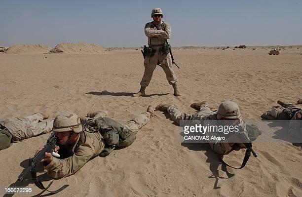 Iraqi Crisis: The 41st American Infantry Battalion In Kuwait. Exercice dans le désert pour les hommes de la compagnie Bravo du 41e Bataillon...