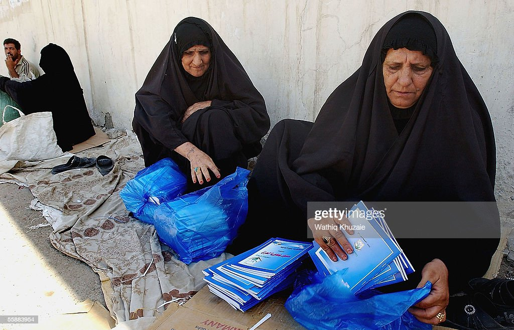Iraqi food distributors receive booklets about Iraq?s new