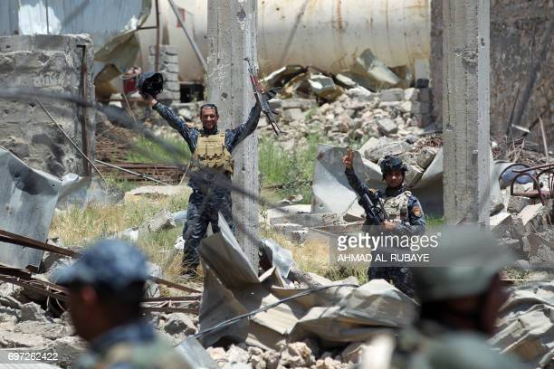 TOPSHOT Iraqi forces gesture during their advance towards Mosul's Old City on June 18 during the ongoing offensive by Iraqi forces to retake the last...