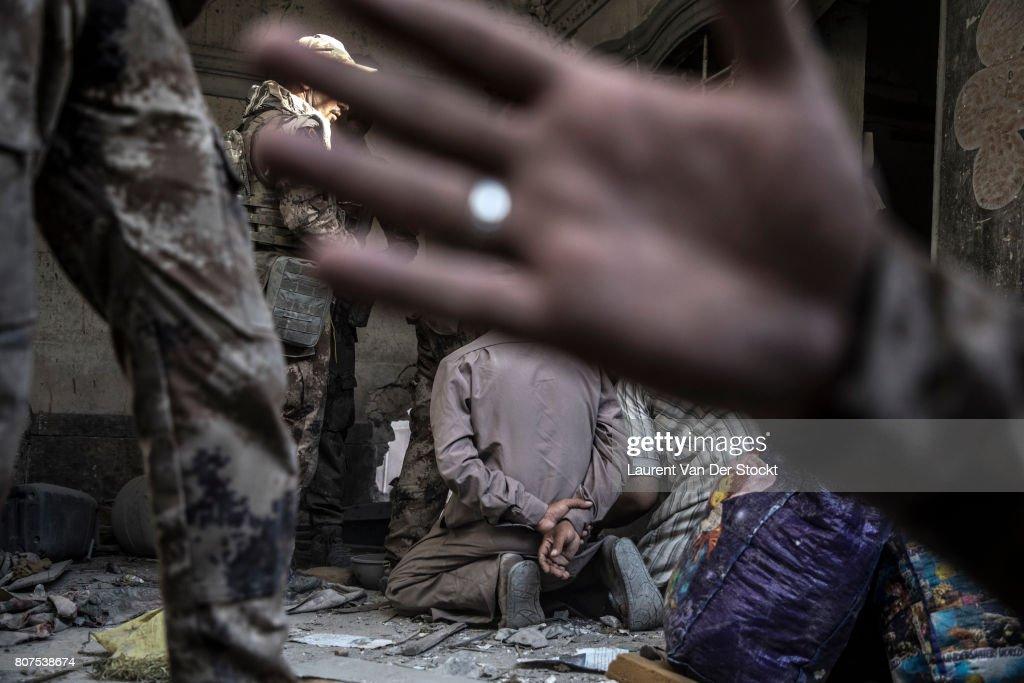 Iraqi Forces Retake al-Nuri Mosque Complex in Mosul : ニュース写真
