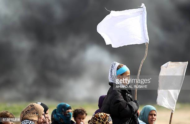 TOPSHOT Iraqi girls hold makeshift white flags as they flee with their families a military operation by Iraqi security personnel aimed at retaking...