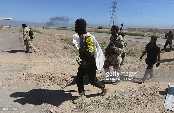 Iraqi government fighters advance into Tikrit 160 kms north of Baghdad during a military operation to regain the city from jihadists from the Islamic...