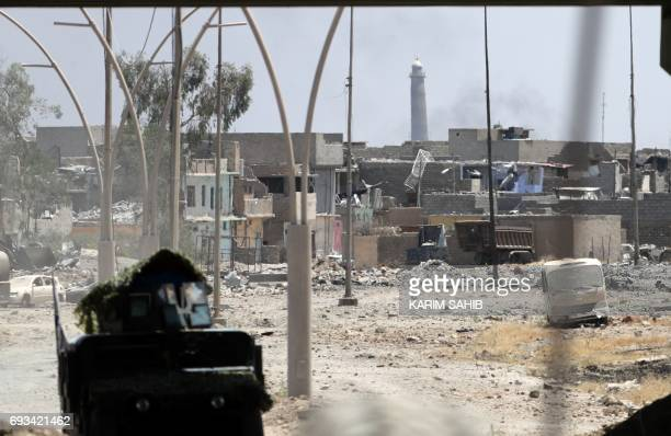 Iraqi government forces advance towards the AlHadba minaret in the alNuri mosque compound in western Mosul's Zanjili neighbourhood on June 7 during...