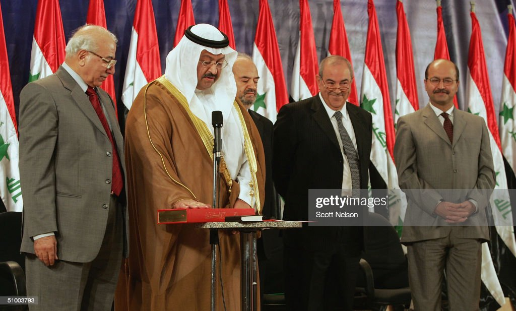 U.S. Hands Over Sovereignty To Iraqi Interim Government In Baghdad : ニュース写真