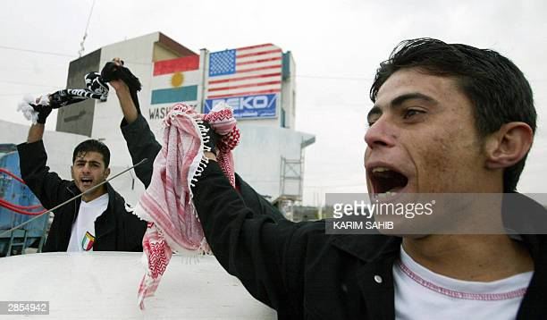 Iraqi kurds demonstrate in support of talks between Kurdish leaders and the Iraq's interim Governing Council in Arbil, 350 kilometres north of...